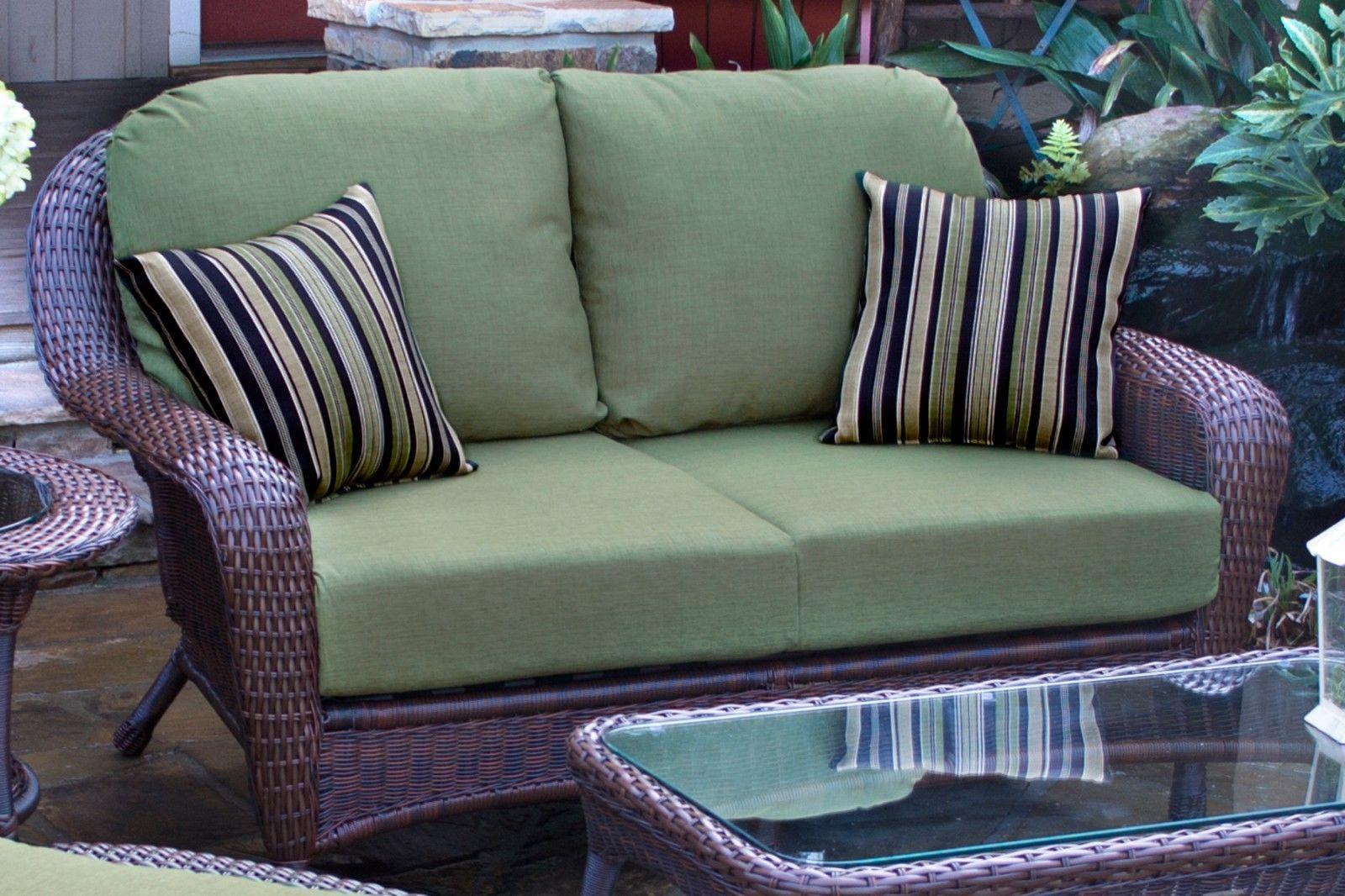 #94 - Outdoor Patio Garden Furniture Java Resin Wicker Love Seat in Rave Pine