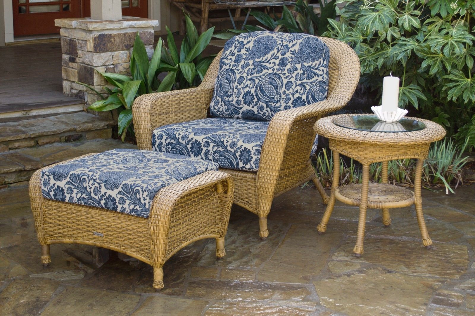 #96 - Outdoor Patio Furniture Mojave Resin Wicker Club Chair Ottoman and End Table