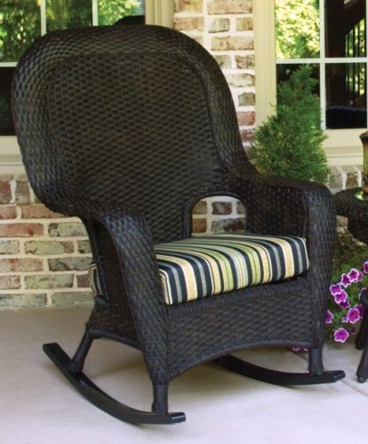 #70 - Outdoor Patio Garden Furniture Tortoise Resin Wicker Rocker Chairs and Table Set in Vera Cruz