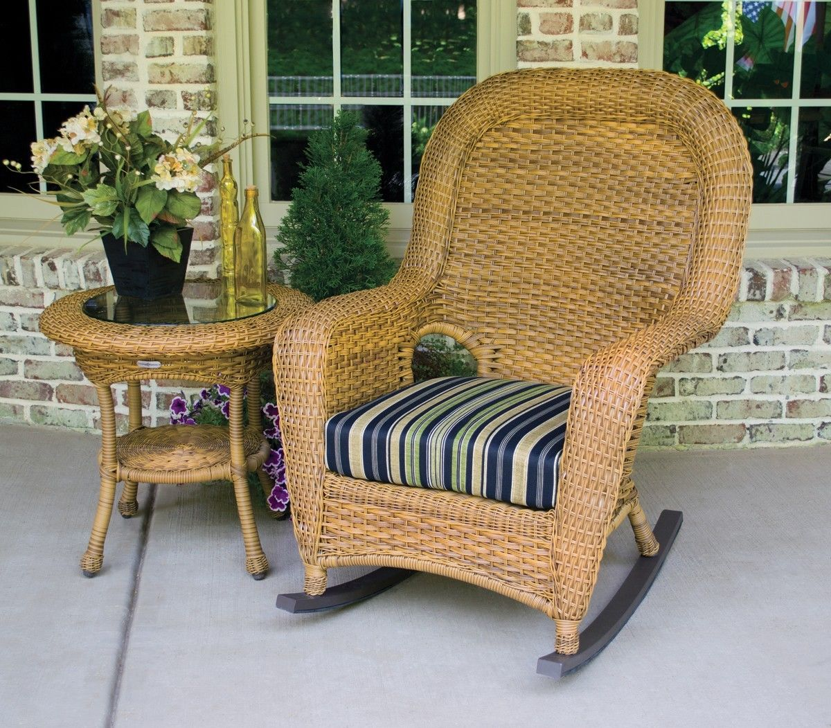 #72 - Outdoor Patio Garden Furniture Mojave Resin Wicker Rocker and Table Bundle in Vera Cruz